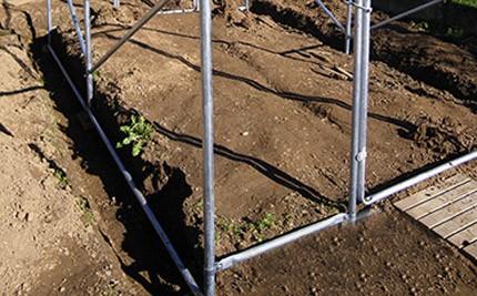 Pieds et entretoises à enterrer à 30 cm